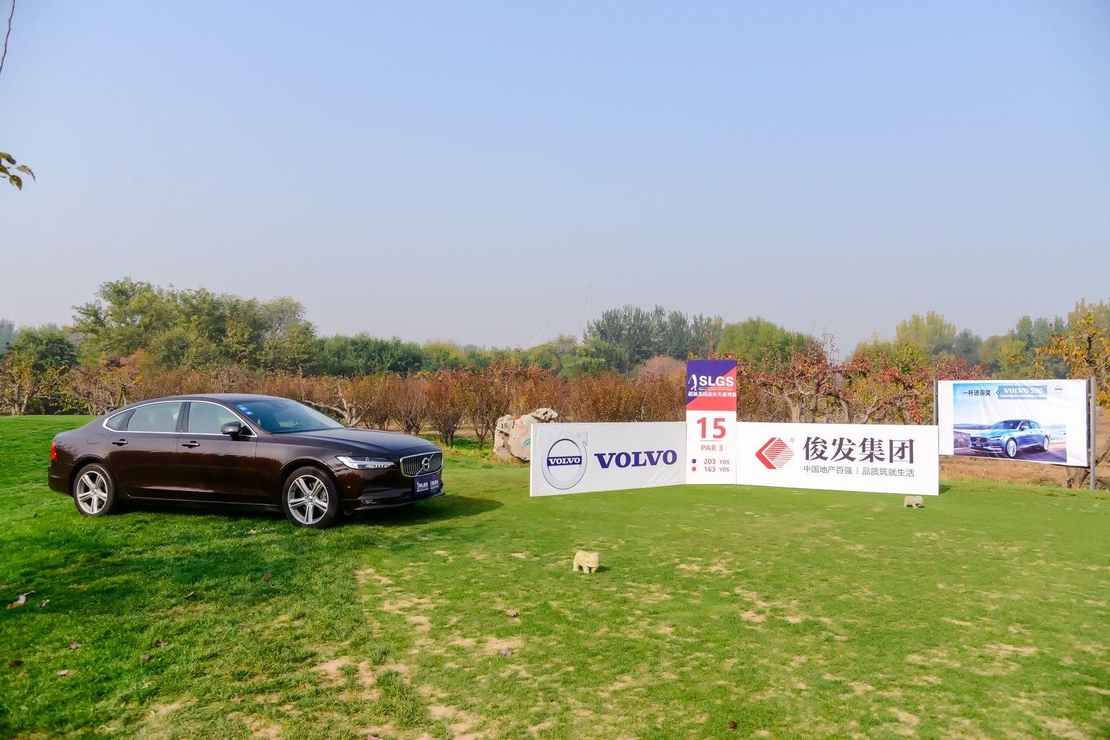 全国高尔夫系列赛北京站次轮 张昊华沈佳音领先