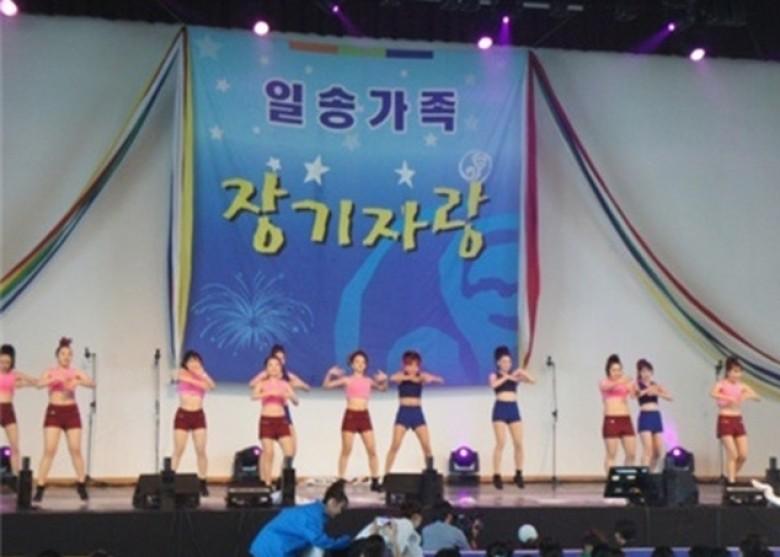 韩国医院在年度活动上逼新入职女护士穿漏脐装跳热舞