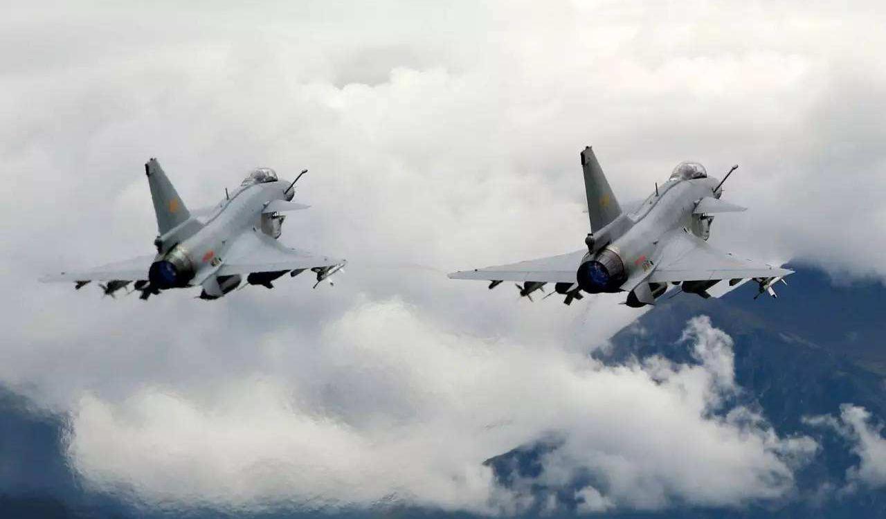 凤凰军机处第135期 挂国产新导弹,歼十能扛日本F35吗?
