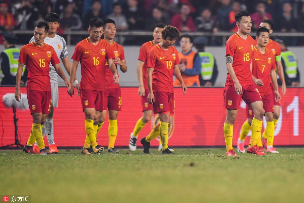 独家评论:是国足不配球迷,还是球迷不配国足?
