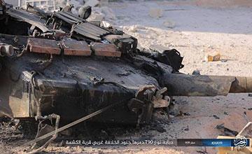 叙政府军一辆俄制T90坦克被打爆 炮塔被炸飞