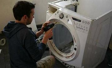 """男子把自家洗衣机拆掉 老婆看到不生气反大呼""""值了"""""""
