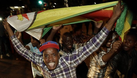 津巴布韦总统穆加贝宣布辞职 结束37年统治