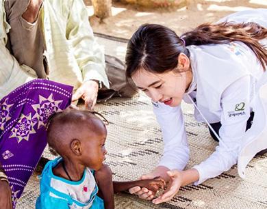 秋瓷炫非洲援助 呼吁关注病患儿童