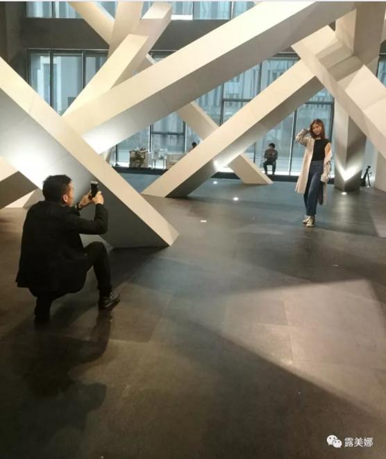西班牙品牌露美娜 广州设计周凭借《桩阵》完美亮相