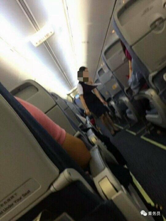 空姐衣服被乘客撕坏露出肩膀?国航辟谣:照片P的
