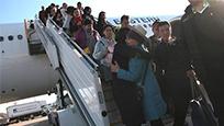 中国包机赴巴厘岛接回滞留游客 台网友:比不了