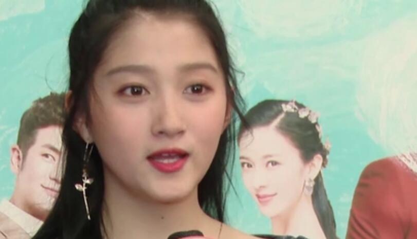 视频-《极光之恋》专访:关晓彤嘲笑马可? 最期待去食堂