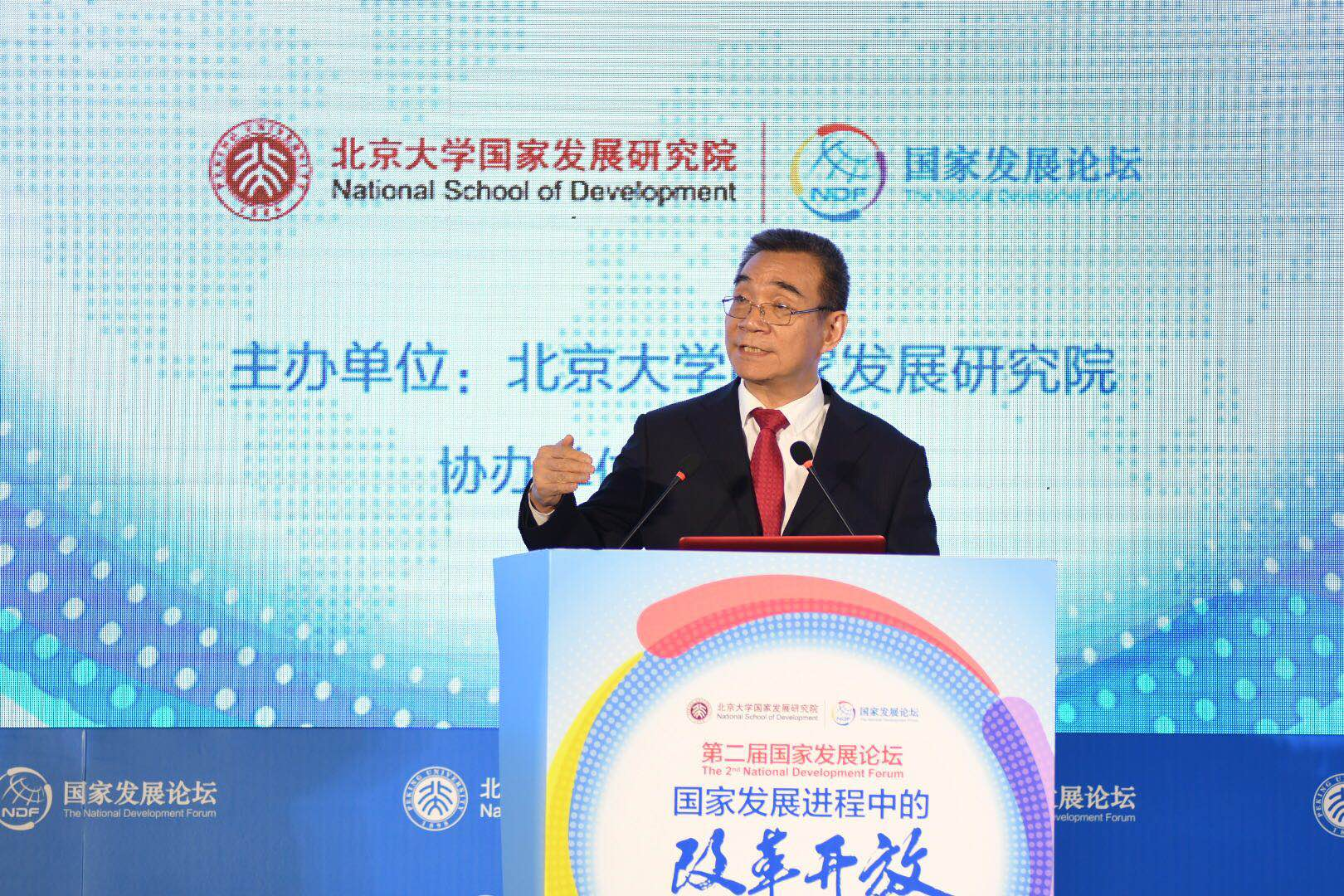 林毅夫:钢铁等行业不应该拖新时代中国经济的后腿