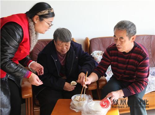 迎冬至 送关爱 保定看护志愿者协会公益活动温暖老人心