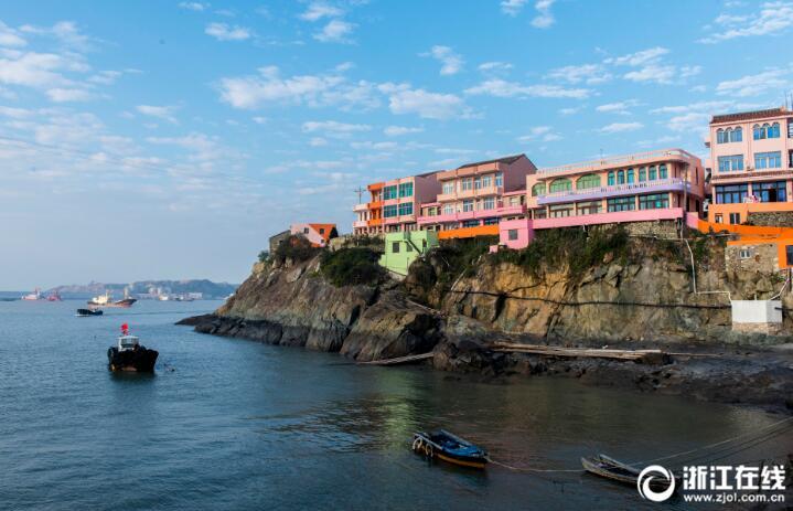 """将该岛打造为该市第一个""""七彩""""小岛."""