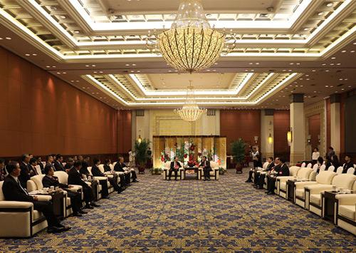 林雄会见列席省政协十二届一次会议海外华侨华人