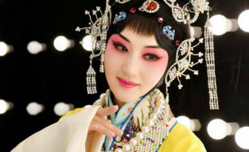 京剧扮相身材曼妙,你还能认出47岁的她么?