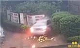 男子酒驾撞穿围墙冲入校园 被捕后称酒文化不能丢