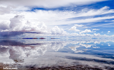 在茶卡盐湖分不清现实与虚幻