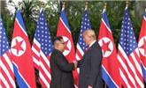 历史一刻,金正恩与特朗普握手