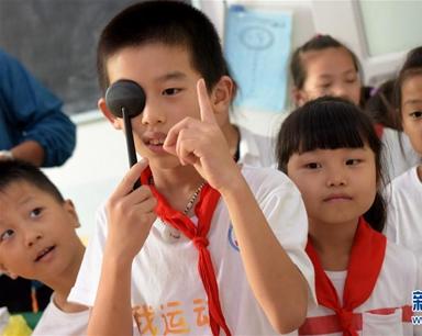 """合肥经开区锦绣社区的孩子们""""四点半课堂""""里护视力"""