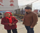 护送迷路老人回家 商丘香君社区献温暖