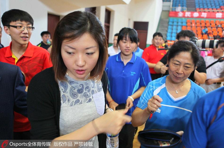 女乒天才小将入新加坡籍 同居5年被抛弃回国嫁老实人