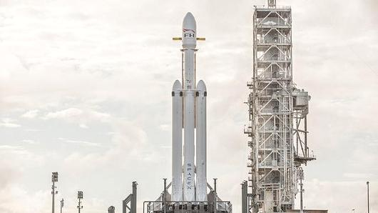 马斯克:猎鹰重型火箭将在本月底迎来首秀