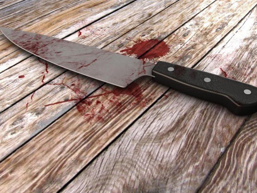 死神来了?男子手持菜刀摔倒 被刀刺胸口身亡