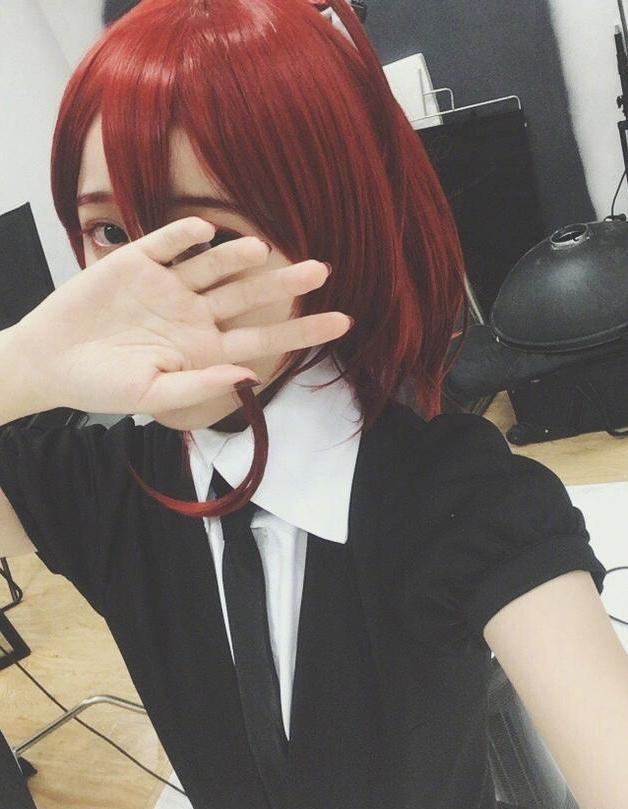 徐娇玩cosplay红发抢眼 粉丝一眼认出扮演角色超有爱