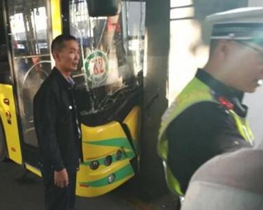 海口公交撞南大桥立柱追踪:系司机不规范操作