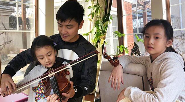 田亮亲自指导拉小提琴 一旁的森碟表情尴尬