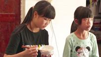 探访留守儿童 十五岁女生刚上小学三年级