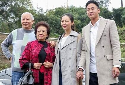 """何润东爱妻自嘲被""""潜规则"""":这样做10年才换来角色"""