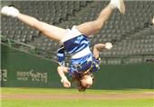 18岁中国女孩这样玩棒球