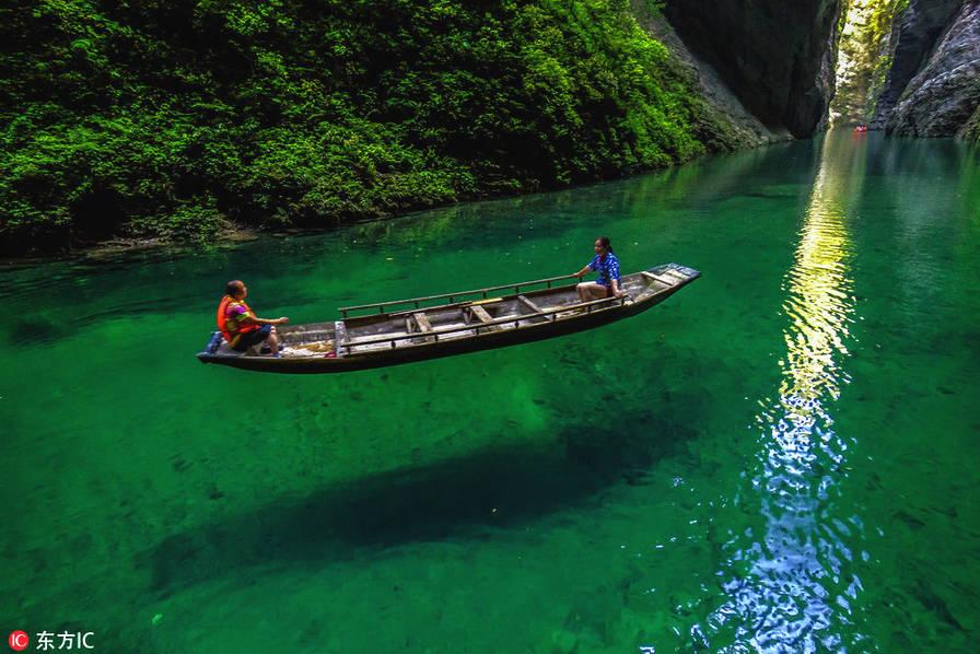 """屏山""""躲避峡""""位于湖北恩施的鹤峰县内,它是800年容美土司爵府的天然"""