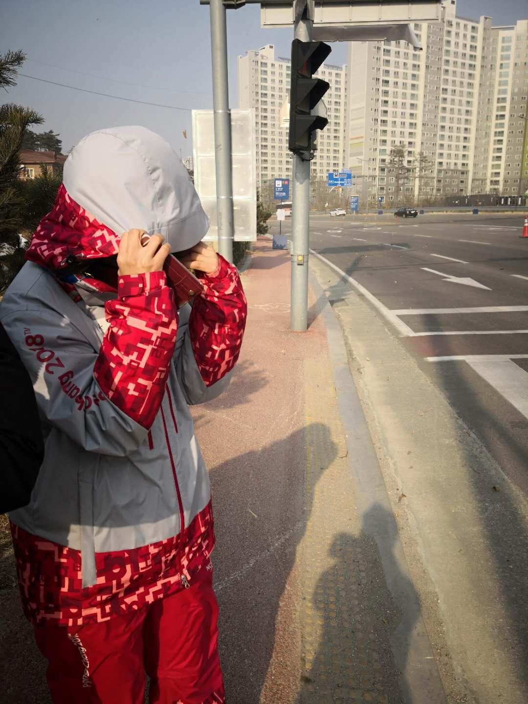 记者手记:向逆天大风中可怜的冬奥会志愿者们致敬