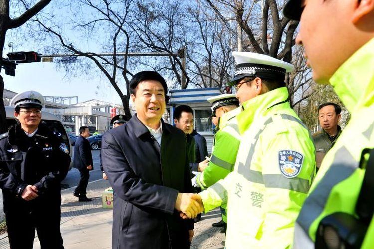 宝鸡人民政府市长惠进才春节前夕慰问一线执勤