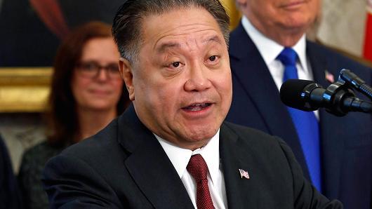 """博通CEO谈1210亿美元收购高通:我""""很抠"""""""