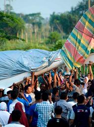 印尼官员驾驶飞机故障迫降