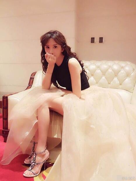 林志玲晒照否认怀孕传闻 网友却更关注她的脚