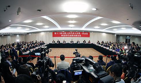 河北代表团举行媒体开放日活动 王东峰许勤回答记者提问