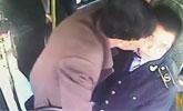 西安公交司机提醒乘客刷卡 遭男子咬脸