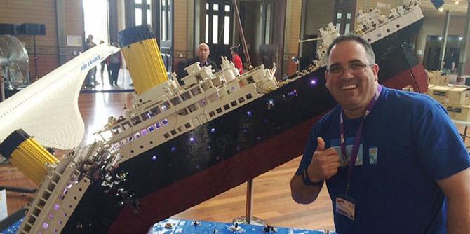 牛人!12万个乐高打造沉没中的泰坦尼克号