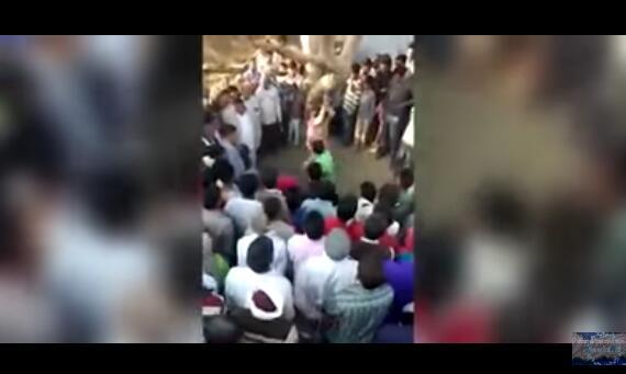 印度女子遭丈夫当众吊打 事后被数十人性侵并录像