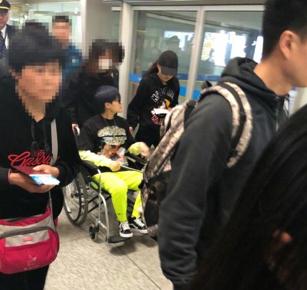 李宇春揭露演唱会受伤详情 医生建议:取消演唱会