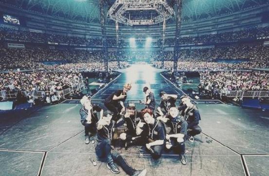EXO出道六年 张艺兴纪念日晒出九人合照