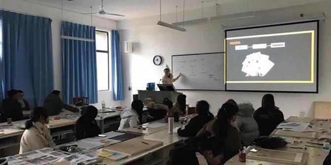 武汉一高校开网络游戏课 授课女教师游龄16年