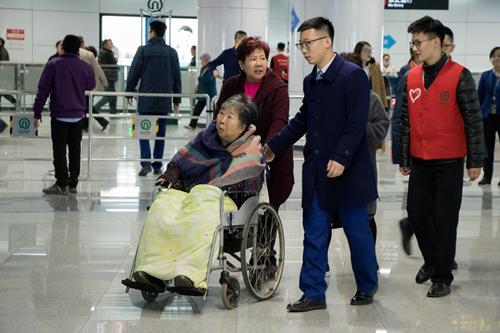 青岛地铁11号线试乘结束 4天总客流量人数达35万人次