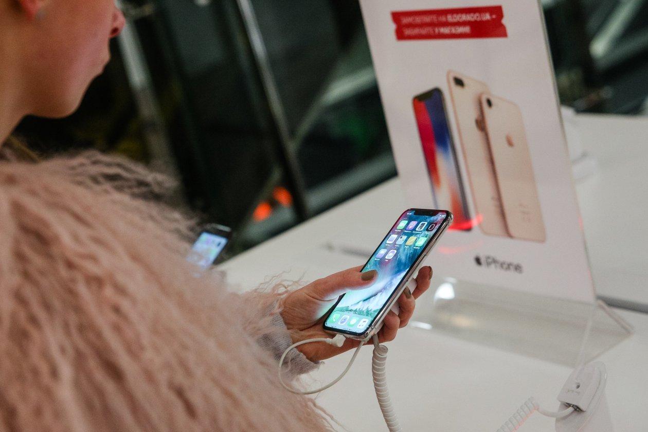 苹果今年拟生产1亿部新iPhone OLED屏供应商LG却掉链子