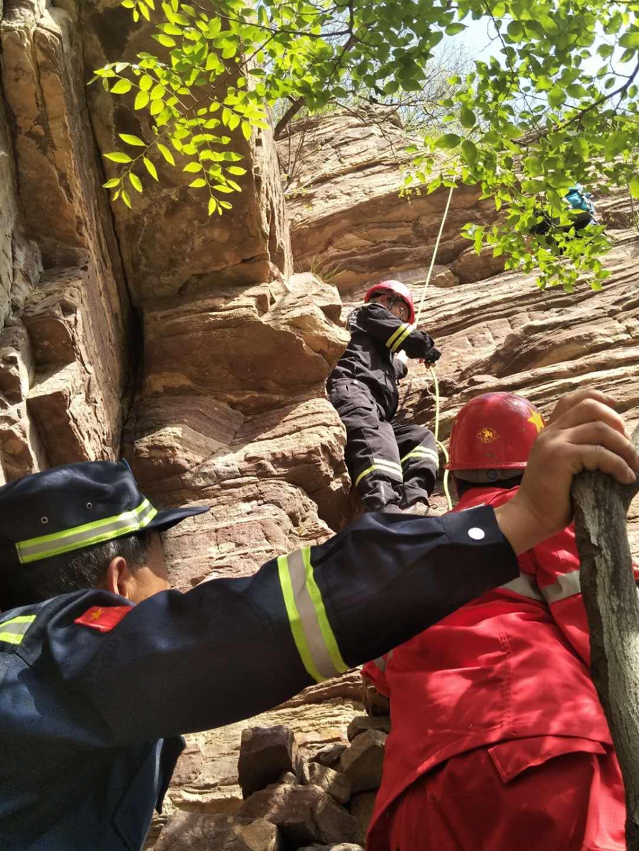 林州:千瀑沟紧急救援遇险驴友