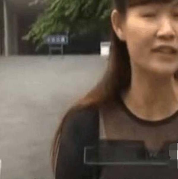 女子收到陌生的快递,打开后报了警,网友:自作孽不可活啊!