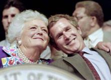 """美国前第一夫人芭芭拉·布什去世:一位不安于政治家妻子身份的公共生活推动者""""? title="""