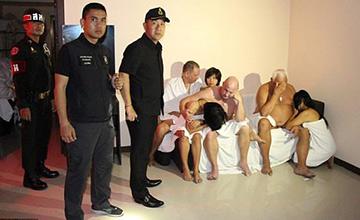 泰警突袭非法酒店欢场 中国老板被捕